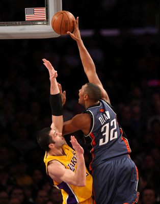 LOS ANGELES - JANUARY 27:  Boris Diaw #32 of the Charlotte Bobcats shoots over Vladimir Radmanovic #10 of the Los Angeles Lakers on January 27, 2009 at Staples Center in Los Angeles, California.   NOTE TO USER: User expressly acknowledges and agrees that,
