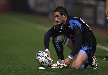 STOCKPORT, ENGLAND - OCTOBER 08:  Nick MacLeod of Sale Sharks lines up a kick during the Amlin Challenge Cup match between Sale Sharks and Cetransa El Salvador at Edgeley Park on October 8, 2010 in Stockport, England.  (Photo by Alex Livesey/Getty Images)