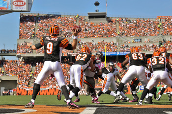 CINCINNATI, OH - OCTOBER 10: Quarterback Carson Palmer #9 of the Cincinnati Bengals throws against the Tampa Bay Buccaneers at Paul Brown Stadium on October 10, 2010 in Cincinnati, Ohio. (Photo by Jamie Sabau/Getty Images)