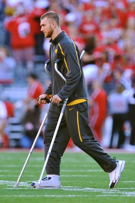 COLUMBUS, OH - NOVEMBER 14:  Injured quarterback Ricky Stanzi #12 of the Iowa Hawkeyes walks across the field before a game against the Ohio State Buckeyes at Ohio Stadium on November 14, 2009 in Columbus, Ohio.  (Photo by Jamie Sabau/Getty Images)
