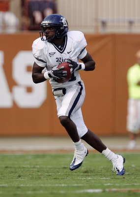 AUSTIN, TX - SEPTEMBER 20:  Jarett Dillard #81 of the Rice Owls runs with the ball during the game against the Texas Longhorns on September 20, 2008 at Darrell K Royal-Texas Memorial Stadium in Austin, Texas. Texas won 52-10. (Photo by Brian Bahr/Getty Im