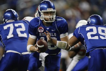 DETROIT - DECEMBER 5:  Quarterback Drew Willy #16 of the Buffalo Bulls looks to hand off a pass against the Ball State Cardinals during the MAC Championship game on December 5, 2008 at Ford Field in Detroit Michigan. (Photo by: Gregory Shamus/Getty Images