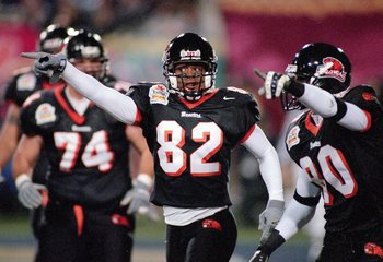 1 Jan 2001:  Robert Prescott #82 of the Oregon State Beavers motions down the field to show possession of the ball during the Fiesta Bowl against the Notre Dame Fighting Irish at the Sun Devil Stadium in Tempe, Arizona.  The Beavers defeated the Fighting