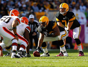 PITTSBURGH - OCTOBER 17:  Ben Roethlisberger #7 of the Pittsburgh Steelers waits under center during the game against the Cleveland Browns on October 17, 2010 at Heinz Field in Pittsburgh, Pennsylvania.  (Photo by Jared Wickerham/Getty Images)