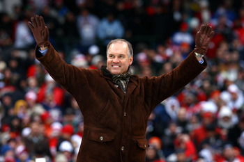 CHICAGO - JANUARY 01:  Former Chicago Cubs second baseman and Hall of Famer Ryne Sandberg waves to the fans during pregame festivities prior to the Winter Classic between the Chicago Blackhawks and the Detroit Red Wings during the NHL Winter Classic at Wr