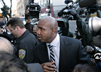 SAN FRANCISCO - DECEMBER 7:  Barry Bonds arrives at court to face charges of perjury and obstruction of jusitce for allegedly lying to a grand jury four years ago about his use of performance-enhancing drugs on December 7, 2007 at U.S. District Court in S