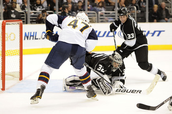LOS ANGELES, CA - OCTOBER 12:  Jonathan Quick #32 of the Los Angeles Kings covers the puck against the Atlanta Thrashers during their game at Staples Center on October 12, 2010 in Los Angeles, California.  (Photo by Harry How/Getty Images)