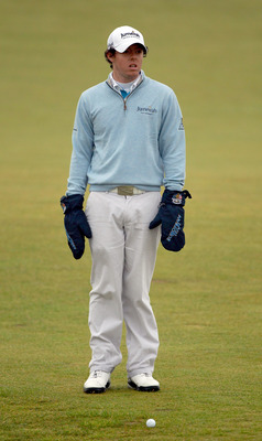 ST ANDREWS, SCOTLAND - OCTOBER 08:  Rory McIlroy of Northern Ireland on the sixth hole during the second round of The Alfred Dunhill Links Championship at The Old Course on October 8, 2010 in St Andrews, Scotland.  (Photo by Warren Little/Getty Images)