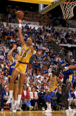 LOS ANGELES - 1988:  Kareem Abdul-Jabbar #33 of the Los Angeles Lakers shoots a hook shot during an NBA game against the Golden State Warriors at the Great Western Forum in Los Angeles, California in 1988. (Photo by Tim Defrisco/Getty Images)