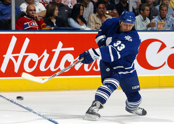 TORONTO - SEPTEMBER 22:  Right wing Steve Thomas #33 of the Toronto Maple Leafs shoots the puck against the Montreal Canadiens during their preseason game September 22, 2005 at the Air Canada Centre in Toronto, Ontario, Canada.  (Photo By Dave Sandford/Ge