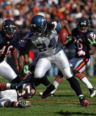CHICAGO - OCTOBER 17: Marshawn Lynch #24 of the Seattle Seahawks runs past Brian Iwuh #52 and Chris Harris #46 of the Chicago Bears at Soldier Field on October 17, 2010 in Chicago, Illinois. The Seahawks defeated the Bears 23-20. (Photo by Jonathan Daniel