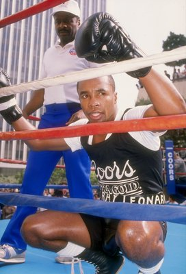 27 Oct 1988:  Sugar Ray Leonard looks on during training. Mandatory Credit: Mike Powell  /Allsport