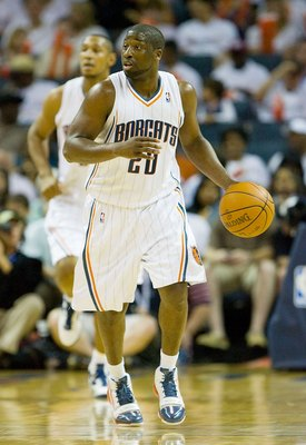 CHARLOTTE, NC - APRIL 26: Raymond Felton #20 runs the offense for the Charlotte Bobcats against the Orlando Magic at Time Warner Cable Arena on April 26, 2010 in Charlotte, North Carolina.  The Magic defeated the Bobcats 99-90 to complete the four game sw