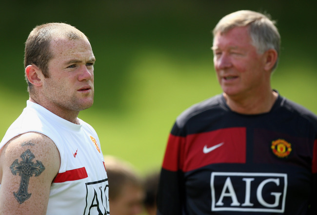 MUNICH, GERMANY - JULY 28:  (L-R) Wayne Rooney of Manchester United and Sir Alex Ferguson look on during a training session on July 28, 2009 in Munich, Germany.  (Photo by Miguel Villagran/Getty Images )