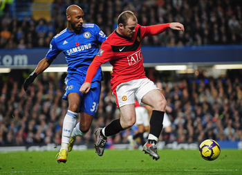 LONDON, ENGLAND - NOVEMBER 08:  Wayne Rooney of Manchester United controls the ball under pressure from Nicolas Anelka of Chelsea during the Barclays Premier League match between Chelsea and Manchester United at Stamford Bridge on November 8, 2009 in Lond