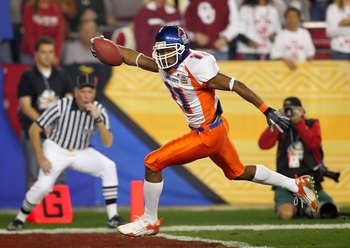 GLENDALE, AZ - JANUARY 01:  Wide receiver Drisan James #11 of the Boise State Broncos scores a 49-yard touchdown in the first quarter against the Oklahoma Sooners at the Tostito's Fiesta Bowl at University of Phoenix Stadium on January 1, 2007 in Glendale
