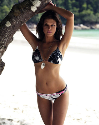 Dominique-piek-sasi-swimwear-phootshoot-2007-002_display_image