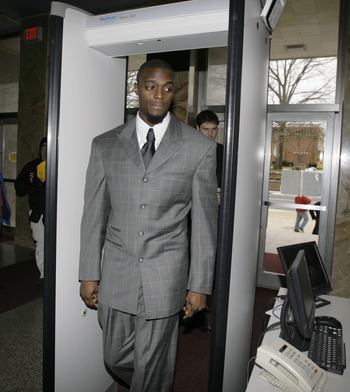 LEBANON - JANUARY 14: New York Giants wide receiver Plaxico Burress walks through security as he arrives at the Lebanon County Courthouse January 14, 2009 in Lebanon, Pa.  Burress is scheduled to appear in a civil trial in a dispute with an automobile dea