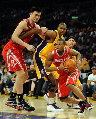 LOS ANGELES, CA - MAY 06:  Kyle Lowry #7 of the Houston Rockets drives by Sasha Vujacic #18 and Andrew Bynum #17 of the Los Angeles Lakers using a screen by Yao Ming #11 of the Rockets in Game Two of the Western Conference Semifinals during the 2009 NBA P
