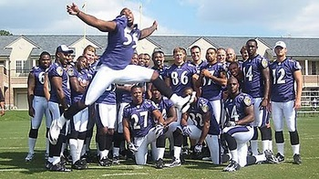 Terrell_suggs_photobomb_20100627_1424469623_display_image