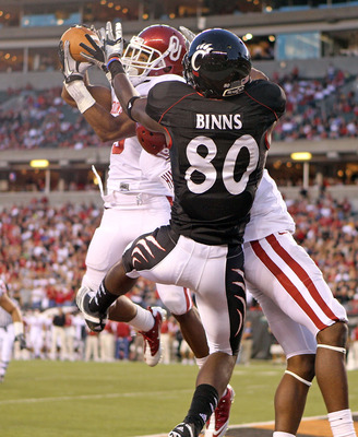 CINCINNATI - SEPTEMBER 25: Jonathan Nelson #3 of the Oklahoma Sooners intercepts a pass intended for Armon Binns #80 of the Cincinnati Bearcats during the game at Paul Brown Stadium on September 25, 2010 in Cincinnati, Ohio.  (Photo by Andy Lyons/Getty Im