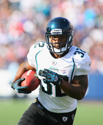 ORCHARD PARK, NY - OCTOBER 10: Maurice Jones-Drew #32 of the Jacksonville Jaguars runs against the Buffalo Bills at Ralph Wilson Stadium on October 10, 2010 in Orchard Park, New York. Jacksonville won 26-36. (Photo by Rick Stewart/Getty Images)
