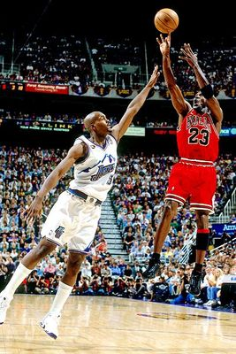 The fade away was an effective weapon for Jordan in his mid-range game