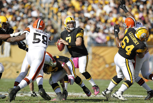 PITTSBURGH - OCTOBER 17:  Ben Roethlisberger #7 of the Pittsburgh Steelers thows a fourth quarter pass while playing the Cleveland Browns on October 17, 2010 at Heinz Field in Pittsburgh, Pennsylvania. Pittsburgh won the game 28-10. (Photo by Gregory Sham