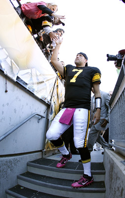PITTSBURGH - OCTOBER 17:  Ben Roethlisberger #7 of the Pittsburgh Steelers high fives fans after beating the  Cleveland Browns 28-10 on October 17, 2010 at Heinz Field in Pittsburgh, Pennsylvania.  (Photo by Gregory Shamus/Getty Images)