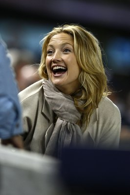 NEW YORK - OCTOBER 29:  Actress Kate Hudson attends Game Two of the 2009 MLB World Series at Yankee Stadium on October 29, 2009 in the Bronx borough of New York City.  (Photo by Chris McGrath/Getty Images)