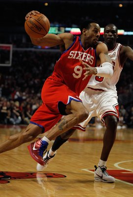CHICAGO - FEBRUARY 20: Andre Iguodala #9 of the Philadelphia 76ers moves against Loul Deng #9 of the Chicago Bulls at the United Center on February 20, 2010 in Chicago, Illinois. The Bulls defeated the 76ers 122-90. NOTE TO USER: User expressly acknowledg