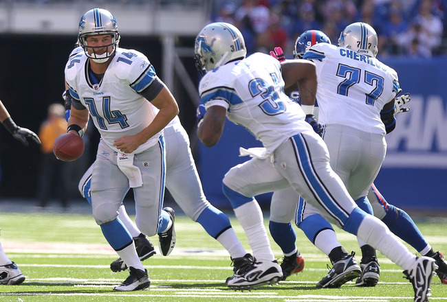 EAST RUTHERFORD, NJ - OCTOBER 17:  Shaun Hill #14 of the Detroit Lions rushes against the New York Giants at New Meadowlands Stadium on October 17, 2010 in East Rutherford, New Jersey.  (Photo by Nick Laham/Getty Images)
