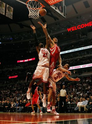 CHICAGO - MARCH 22: Jared Jefferies #20 of the Houston Rockets tries to put up a shot between Hakim Warrick #21 and Jannero Pargo #2 of the Chicago Bulls at the United Center on March 22, 2010 in Chicago, Illinois. NOTE TO USER: User expressly acknowledge