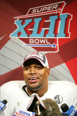 Michael Strahan Helps The Giants Win Super Bowl XLII