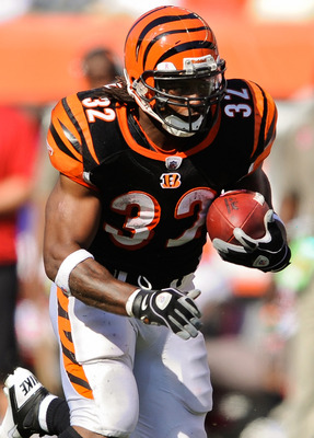 CINCINNATI, OH - OCTOBER 10: Cedric Benson #32 of the Cincinnati Bengals runs with the ball against the Tampa Bay Buccaneers at Paul Brown Stadium on October 10, 2010 in Cincinnati, Ohio. (Photo by Jamie Sabau/Getty Images)