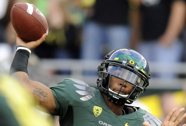 EUGENE, OR - OCTOBER 2: Quarterback Darron Thomas #1 of the Oregon Ducks passes the ball in the first quarter of the game against the Stanford Cardinal at Autzen Stadium on October 2, 2010 in Eugene, Oregon. (Photo by Steve Dykes/Getty Images)