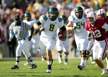 PALO ALTO, CA - NOVEMBER 07:  Jeremiah Masoli #8 of the Oregon Ducks runs with the ball against the Stanford Cardinal at Stanford Stadium on November 7, 2009 in Palo Alto, California.  (Photo by Ezra Shaw/Getty Images)