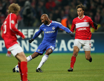 MOSCOW, RUSSIA - OCTOBER 19: Aleksandr Sheshukov (R) of FC Spartak Moscow battles for the ball with Nicolas Anelka of Chelsea  during the UEFA Champions League Group F match between FC Spartak Moscow and Chelsea  at the Luzhniki Stadium on October 19, 201