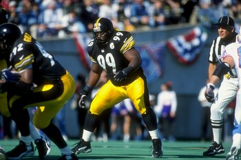 15 Nov 1998:  Linebacker Levon Kirkland #99 of the Pittsburgh Steelers in action during the game against the Tennessee Oilers at the Vanderbilt Stadium in Nashville, Tennessee. The Oilers defeated the Steelers 16-14. Mandatory Credit: Jonathan Daniel  /Al