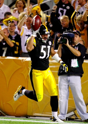PITTSBURGH - AUGUST 29:  Linebacker James Farrior #51 of the Pittsburgh Steelers celebrates his touchdown after making a interception in the second quarter during the game against the Buffalo Bills at Heinz Field on August 29, 2009 in Pittsburgh, Pennsylv