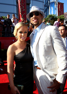 LOS ANGELES, CA - JULY 14:  TV personality Kendra Wilkinson (L) and husband Hank Baskett arrive at the 2010 ESPY Awards at Nokia Theatre L.A. Live on July 14, 2010 in Los Angeles, California.  (Photo by Alexandra Wyman/Getty Images for ESPY)