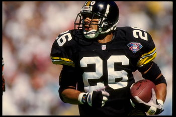 16 OCT 1994:  DEFENSIVE BACK ROD WOODSON OF THE PITTSBURGH STEELERS CARRIES THE FOOTBALL DURING THE STEELERS 14-10 WIN OVER THE CINCINNATI BENGALS AT THREE RIVERS STADIUM IN PITTSBURGH, PENNSYLVANIA.  MANDATORY CREDIT:  DOUG PENSINGER/ALLSPORT