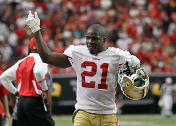 ATLANTA - OCTOBER 03:  Frank Gore #21 of the San Francisco 49ers against the Atlanta Falcons at Georgia Dome on October 3, 2010 in Atlanta, Georgia.  (Photo by Kevin C. Cox/Getty Images)