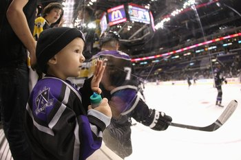 LOS ANGELES, CA - JANUARY 12:  A young fan of the Los Angeles Kings watches the action before the game against the Tampa Bay Lightning on January 12, 2009 at the Staples Center in Los Angeles, California.  (Photo by Bruce Bennett/Getty Images)