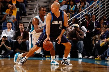 NEW ORLEANS - NOVEMBER 04:  Jason Kidd #2 of the Dallas Mavericks looks to pass the ball over Chris Paul #3 of the New Orleans Hornets at New Orleans Arena on November 4, 2009 in New Orleans, Louisiana.  NOTE TO USER: User expressly acknowledges and agree