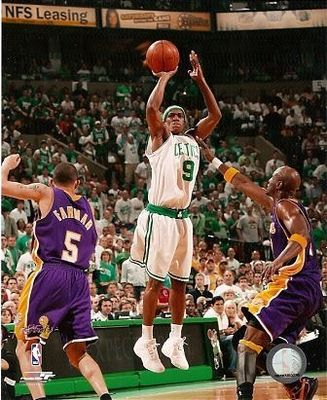 Rajon-rondo-nba-finals-jumpshot-celtics-8x10_e66c22fb9ff05619c677da644c2d82ed_display_image