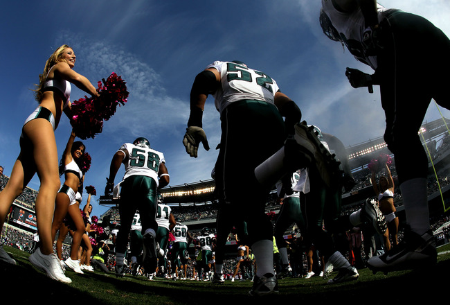 PHILADELPHIA - OCTOBER 17:  A Philadelphia Eagles cheerleader greets the Eagles as they take the field against the Atlanta Falcons during their game at Lincoln Financial Field on October 17, 2010 in Philadelphia, Pennsylvania.  (Photo by Al Bello/Getty Im