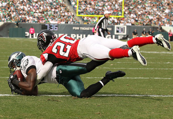 PHILADELPHIA - OCTOBER 17:  Jeremy Maclin #18 of the Philadelphia Eagles scores a touchdown against Brent Grimes #20 of the Atlanta Falcons during their game at Lincoln Financial Field on October 17, 2010 in Philadelphia, Pennsylvania.  (Photo by Al Bello