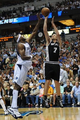 DALLAS - APRIL 23:  Center Fabricio Oberto #7 of the San Antonio Spurs takes a shot against Erick Dampier #25 of the Dallas Mavericks in Game Three of the Western Conference Quarterfinals during the 2009 NBA Playoffs at American Airlines Center on April 2
