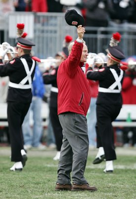 COLUMBUS, OH - OCTOBER 28:  Golf legend Jack Nicklaus waves to the crowd from the field as he dots the i in Ohio formed by the marching band during the half-time show at Ohio Stadium on October 28, 2006 in Columbus, Ohio.  (Photo by Harry How/Getty Images